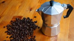 como hacer cafe en cafetera italiana, como usar cafetera italiana, cafetera moka, cafetera Volturno