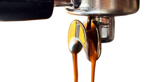 erogacion de espresso, cafetera express